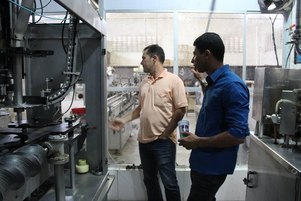 Vereadores visitam instalações de Fábrica de Sucos